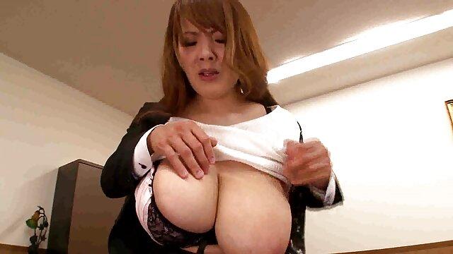 रीता एक डिक फुल सेक्सी एचडी वीडियो फिल्म के साथ उसके स्तन संभालती,