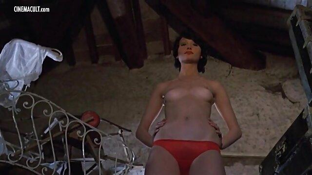 वह प्यार से फुल एचडी में सेक्सी फिल्म उसे stroked एक जीभ संवेदनशील