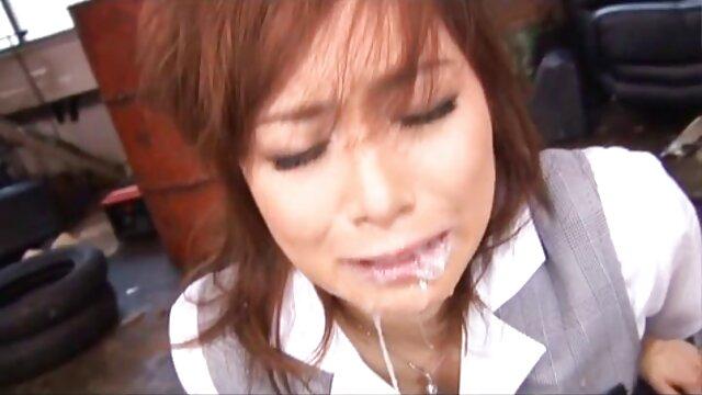 चालक सड़क पर इस लड़की से मिलने और कार में उसे आंसू गया सेक्सी फुल मूवी एचडी में है